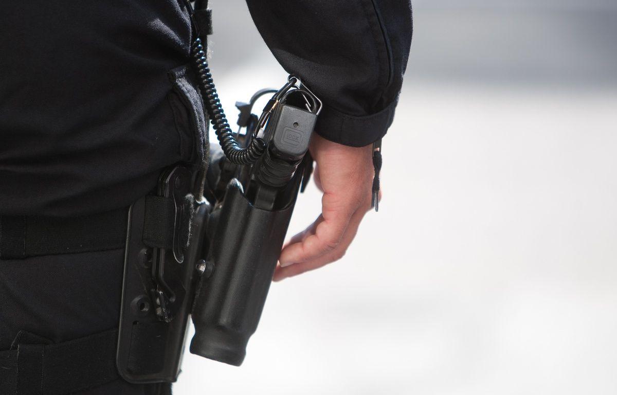 Arme d'un policier. (Illustration) – P.MAGNIEN / 20 MINUTES