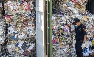 Dans ce conteneur venu d'Australie, les déchets contenaient des produits non-conformes comme des couches usagées ou des bouteilles plastiques.
