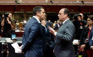 Alexis Tsipras (g) et François Hollande à Bruxelles, le 15 octobre 2015