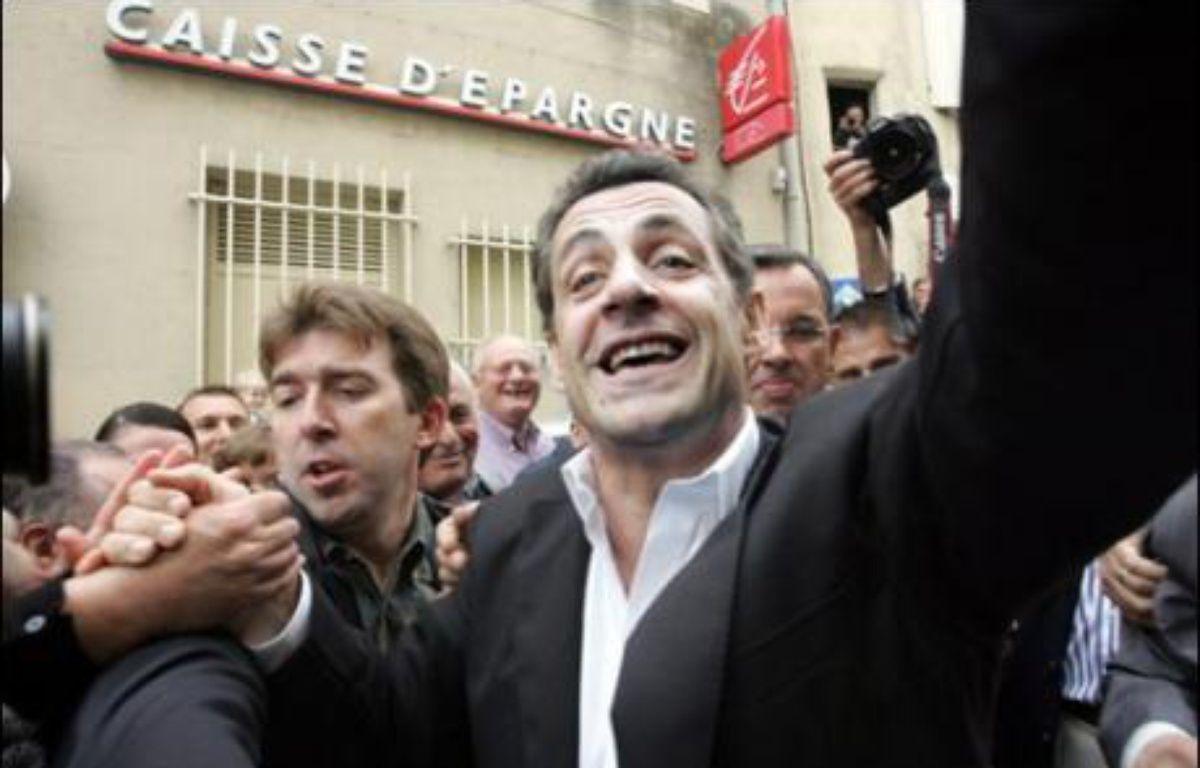 """Nicolas Sarkozy a vanté samedi à Châteauneuf-du-Pape (Vaucluse) la """"laïcité à la française"""", en citant l'ancien président socialiste François Mitterrand qui """"prenait soin"""" de poser devant un clocher d'église sur ses affiches électorales. – Dominique Faget AFP"""