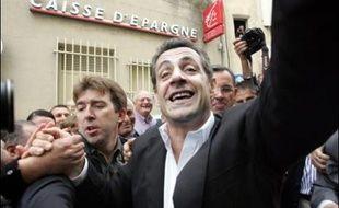 """Nicolas Sarkozy a vanté samedi à Châteauneuf-du-Pape (Vaucluse) la """"laïcité à la française"""", en citant l'ancien président socialiste François Mitterrand qui """"prenait soin"""" de poser devant un clocher d'église sur ses affiches électorales."""