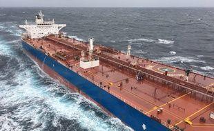 Un marin travaillant à bord du pétrolier italien Neverland Dream a été évacué samedi après-midi.