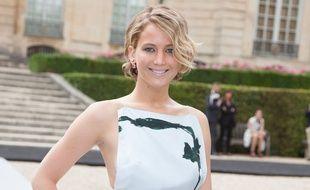 Jennifer Lawrence, au défilé Dior à Paris, le 7 juillet 2014.