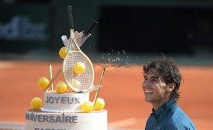 L'Espagnol Rafael Nadal, tête de série N.3, a fêté dignement son 27e anniversaire en se qualifiant lundi pour les quarts de finale de Roland-Garros, grâce à une victoire rapide sur le Japonais Kei Nishikori (N.13) en trois sets 6-4, 6-1, 6-3.