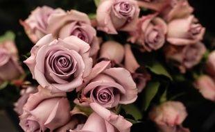 Les policiers sont accusés de racket sur des vendeurs de roses (illustration).