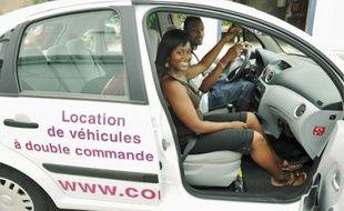 Les apprentis conducteursévitent ainsi de payer des cours d'auto-école souvent chers.