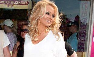 L'actrice Pamela Anderson à West Hollywood,en Californie, le 9 avril 2010.