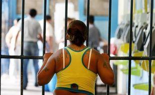 Une femme emprisonnée au pénitentiaire de Ilopango, au Salavador. Illustration.