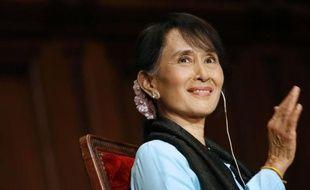 """L'opposante birmane et prix Nobel de la paix Aung San Suu Kyi a annoncé être prête à diriger la Birmanie si son parti l'emporte aux élections, dans un entretien accordé jeudi à l'AFP au terme d'une tournée en Europe où elle a apprécié la """"chaleur"""" de l'accueil des gens."""