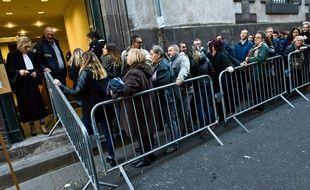 Riom (Puy de Dôme), le 17 novembre 2016. Le public fait la queue pour assister au procès de Cécile Bourgeon et Berkane Makhlouf.
