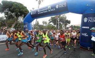 Dimanche matin, 4.200 athlètes ont pris le départ du Semi-Marathon international de Nice, sur la promenade des Anglais.