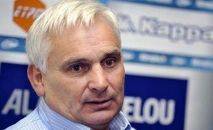 L'ancien international et entraîneur Jean-Pierre Elissalde a admis dimanche s'être dopé durant sa carrière de joueur, alors que le rugby a récemment été pointé comme le sport le plus touché proportionnellement par le dopage en 2012.