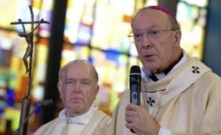 Des propos controversés du chef de l'Eglise catholique belge sur les sujets très sensibles des prêtres pédophiles et du sida lui valent une avalanche de critiques sans précédent alors que le prélat conservateur n'est à ce poste que depuis janvier.