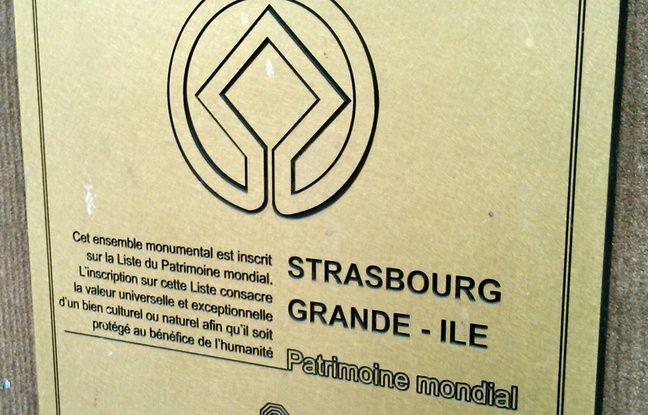 Plaque rappelant l'inscription de la Grande-Île de Strasbourg au patrimoine mondial de l'Unesco