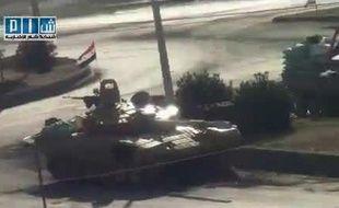 Capture d'écran d'une vidéo diffusée sur Youtube le 1er août 2011 montrant des chars de l'armée syrienne dans la ville de Hama (Syrie).