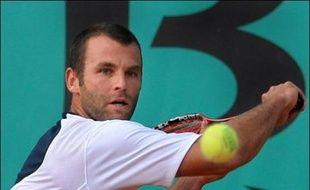 Le Français Marc Gicquel, 42e mondial, a battu l'Argentin David Nalbandian (tête de série N.7) 5-7, 6-2, 6-4, mardi au premier tour du tournoi de tennis sur gazon de Halle (ouest).