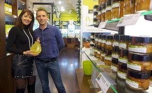 Sonia et Fabrice Puech vendent 200 produits différents dans leur boutique de Menton, Au Pays du citron.