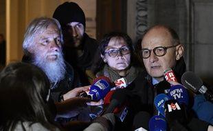 L'avocat de la famille du caporal Arthur Noyer a annoncé qu'ils allaient porter plainte pour violation du secret de l'instruction.