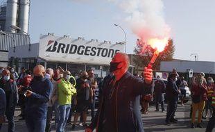 Devant l'usine Bridgestone de Béthune, mercredi.