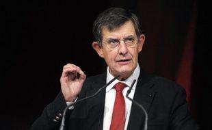 """Le président de l'Autorité des marchés financiers (AMF), Jean-Pierre Jouyet, a estimé lundi sur France Info que la perte du """"triple A"""" de la France était en partie intégrée par les marchés mais qu'elle symbolisait un décrochage avec l'Allemagne."""