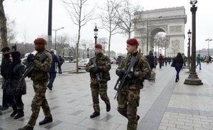 """Le stade """"rouge renforcé"""" du plan Vigipirate était déjà en vigueur depuis le début de l'intervention militaire lancée par la France au Mali en janvier pour stopper une avancée des islamistes armés vers le sud. Le stade ultime est le plan """"écarlate"""", qui n'est donc pas déclenché."""