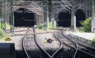 Le patron de la Deutsche Bahn, Rüdiger Grube, s'est excusé pour la première fois pour le chaos sur la desserte de Mayence (ouest), provoqué par le manque de personnel, dans un entretien à paraître dimanche.