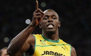 Usain Bolt célèbre sa victoire sur le 100m des JO de Londres, le 5 août 2012.