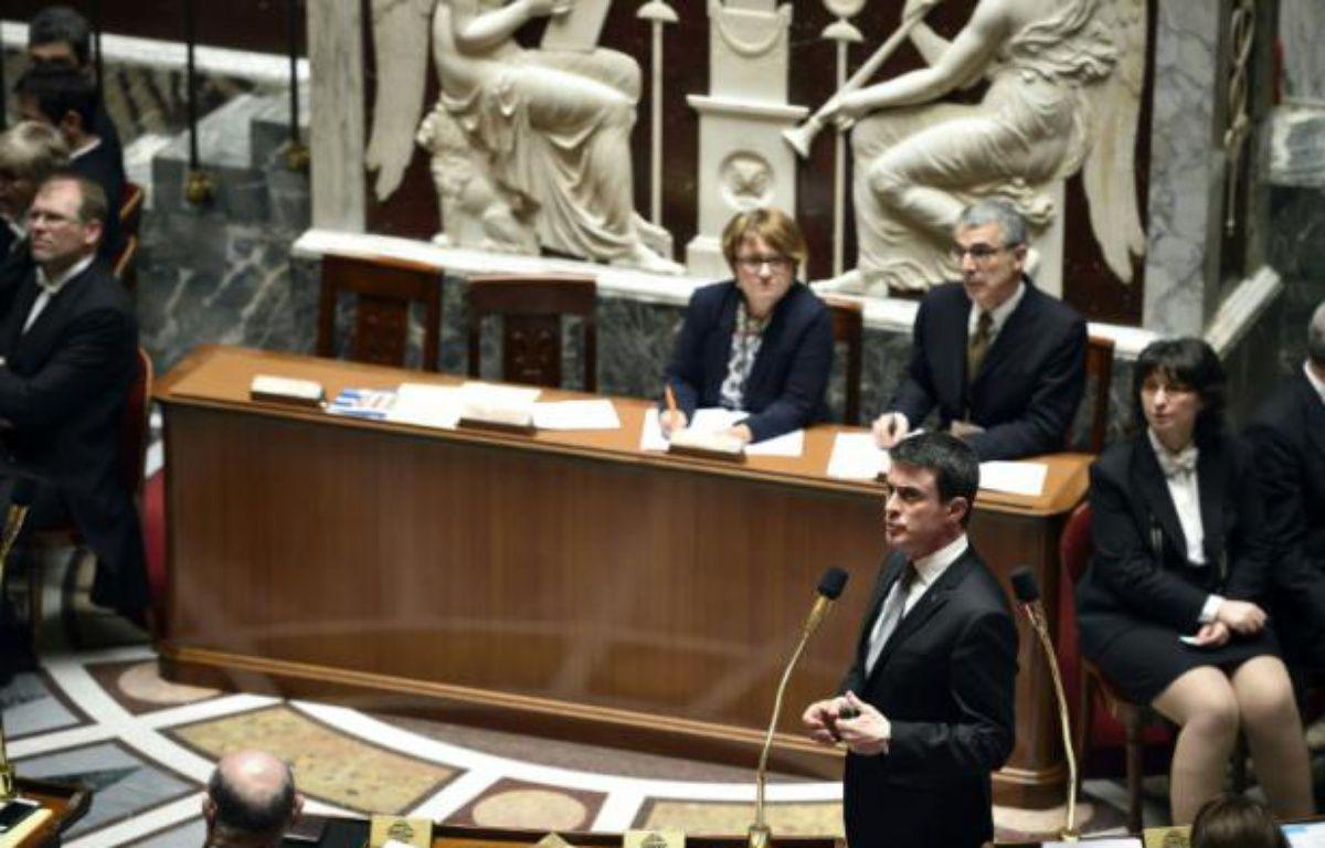 Le Premier ministre Manuel Valls au micro lors des questions au gouvernement à l'Assemblée nationale, le 22 mars 2016 à Paris – Eric FEFERBERG AFP
