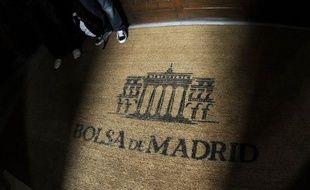 L'Espagne a levé jeudi 2,516 milliards d'euros lors d'une émission obligataire à trois et cinq ans, la première depuis la dégradation de deux crans de sa note souveraine par Standard & Poor's, et sans surprise ses taux d'intérêt ont donc grimpé.