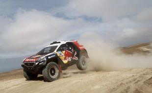 Stéphane Peterhansel à bord de sa Peugeot, lors de l'étape du Dakar Iquique-Calama, le 13 janvier 2015.