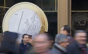 a Commission européenne a exhorté mardi le gouvernement espagnol à tenir l'engagement prévu d'une réduction de moitié environ de son déficit public cette année, alors que les signes de dérapages se multiplient.