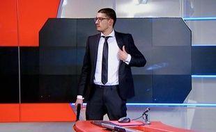 Capture d'écran de la reddition de l'homme armé qui s'est introduit dans les locaux de la télévision publique NOS, le 29 janvier 2015 à Hilversum, au Pays-Bas