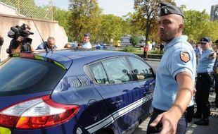 Un véhicule de police dans lequel se trouve un jihadiste présumé, quitte Lodève, (Hérault) pour se rendre à Montpellier, le 24 septembre 2014