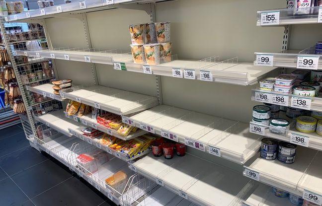 Les rayons vides d'une épicerie à Tokyo avant le typhon Hagibis, le 11 octobre 2019.