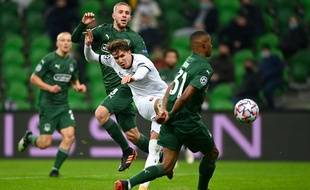 Adrien Hunou face aux joueurs de Krasnodar en Ligue des champions, mercredi 2 décembre.