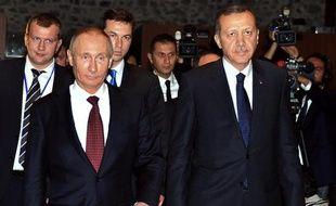 Les présidents turc Recep Tayyip Erdogan (d) et russe Vladimir Poutine, le 3 décembre 2012 à Istanbul