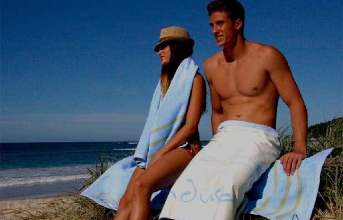 Capture d'écran de la vidéo de présentation de la Sandusa, une serviette de plage anti-sable créee par Baz Brown. – 20 MINUTES
