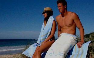 Capture d'écran de la vidéo de présentation de la Sandusa, une serviette de plage anti-sable créee par Baz Brown.