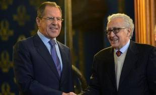 La Russie a estimé samedi qu'une solution politique pour régler le conflit en Syrie était encore envisageable mais averti qu'il était impossible de persuader le président Bachar al-Assad de quitter le pouvoir.