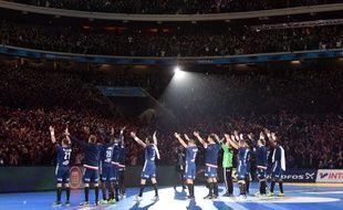 Les Bleus saluent le public du stade Pierre Mauroy