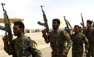Des membres des Forces démocratiques syriennes (FDS) à Deir Ezzor, en Syrie, le 21 mai 2018.