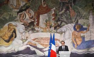 Le président de la République François Hollande inaugure le Musée de l'histoire de l'immigration, aux portes de Paris, le 15 décembre 2014