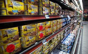 Illustration rayon de produits laitiers dans un Carrefour, le 4 juillet 2013.