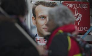 Un poster d'Emmanuel Macron à Martigues, en 2019.