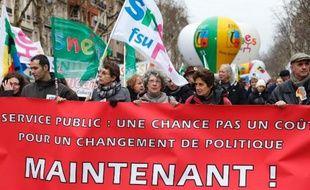 Des employés du service public (éducation, santé, finance) manifestent le 31 janvier 2013 à Paris