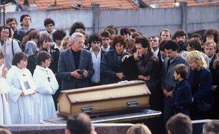 Enterrement de Gregory Villemin avec Jean-Marie et Christine Villemin, ses parents. Lepanges, FRANCE -  20/10/1984.