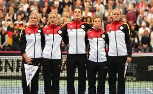 Les joueuses allemandes de Fed Cup durant leur hymne en février 2016.