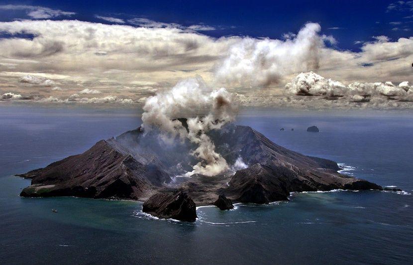 VIDEO. Eruption d'un volcan en Nouvelle-Zélande : Au moins cinq morts et une vingtaine de blessés selon un premier bilan