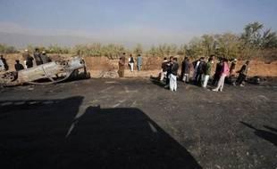Trois soldats de l'Otan et deux civils travaillant pour la coalition internationale ont été tués samedi par l'explosion d'une voiture piégée dans le sud de l'Afghanistan, a annoncé l'Isaf, la force armée de l'Otan dans ce pays.