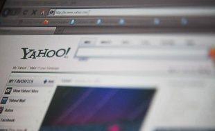 Le portail internet Yahoo!, en plein effort de repositionnement stratégique, a annoncé mardi le départ immédiat de son cofondateur Jerry Yang, qui cristallisait le divorce entre le groupe et les investisseurs.
